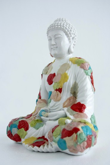 Estatua de buda con chiclets (Buddha with chiclets's statue) [version 2]